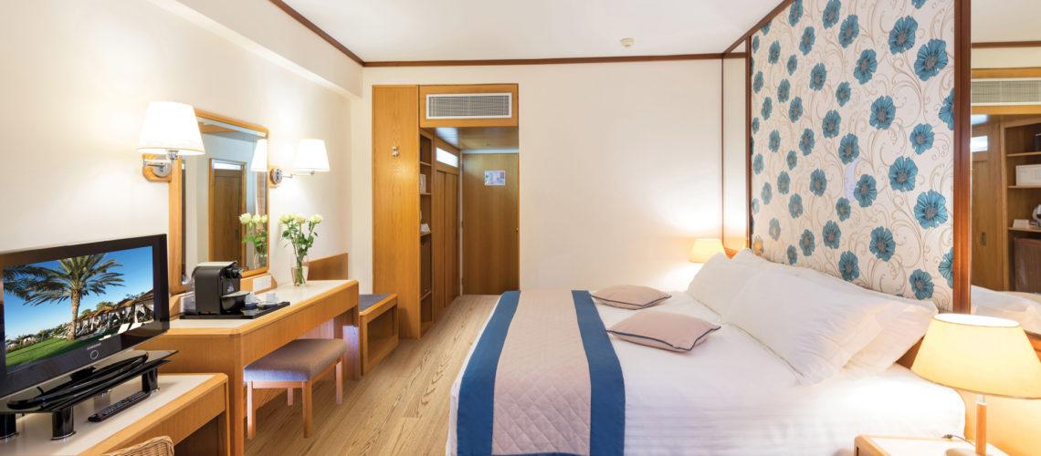 28-ATHENA-ROYAL-BEACH-HOTEL-SUPERIOR-ROOM-LV