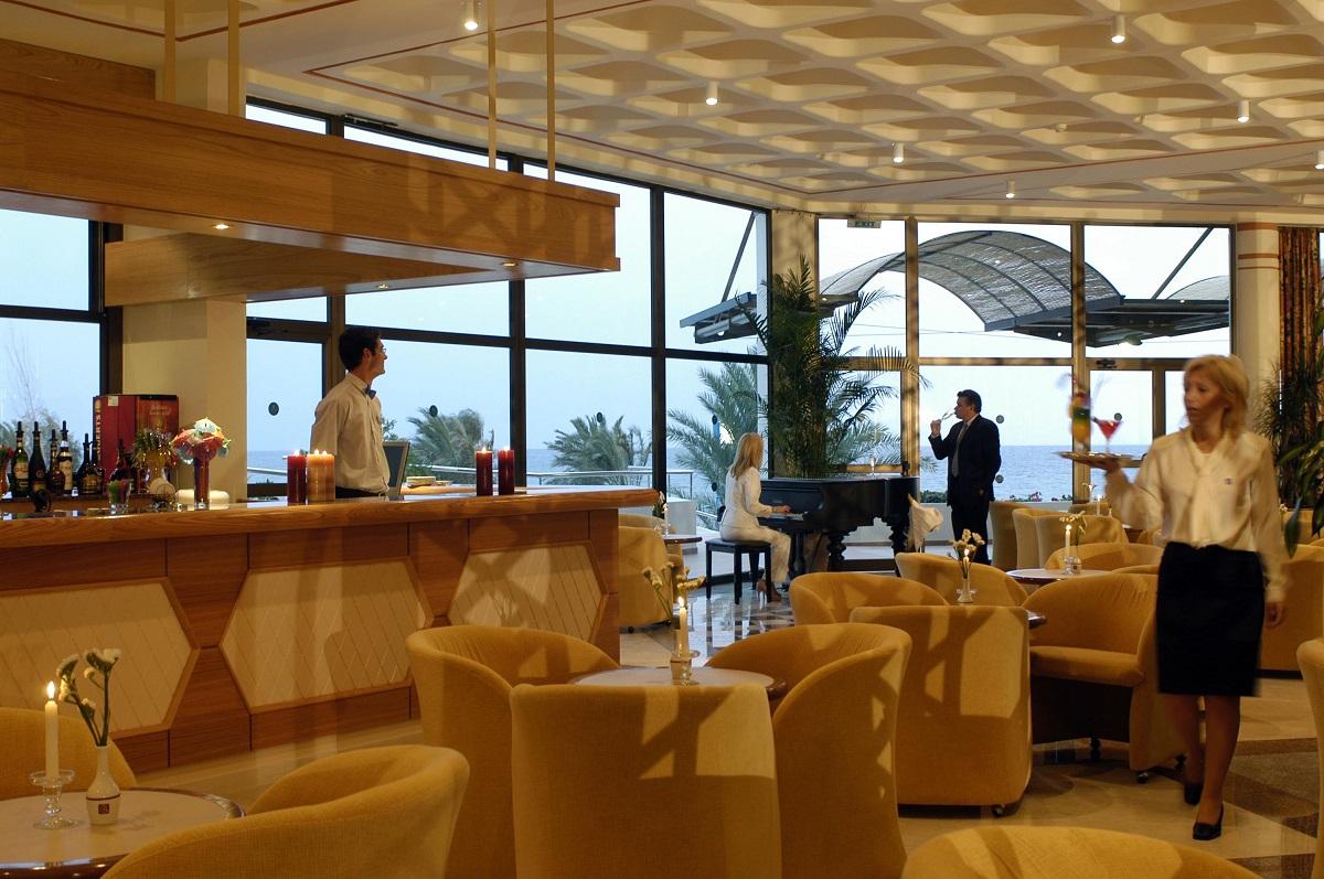 22 ATHENA ROYAL BEACH HOTEL PIANO BAR
