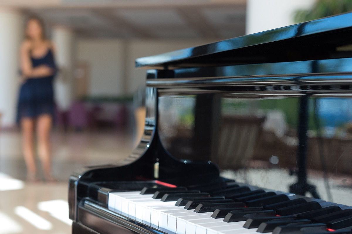 23 ATHENA ROYAL BEACH HOTEL PIANO BAR