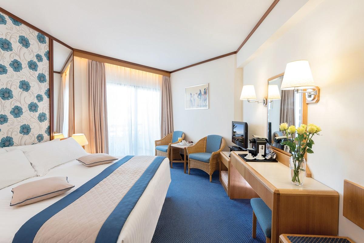 26 ATHENA ROYAL BEACH HOTEL STANDARD LV AND LSV