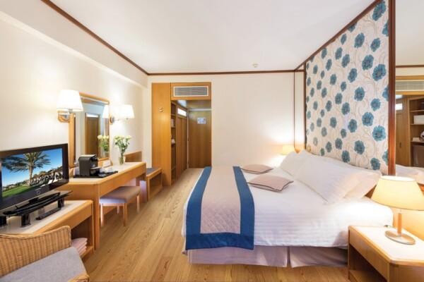 28 ATHENA ROYAL BEACH HOTEL SUPERIOR ROOM LV