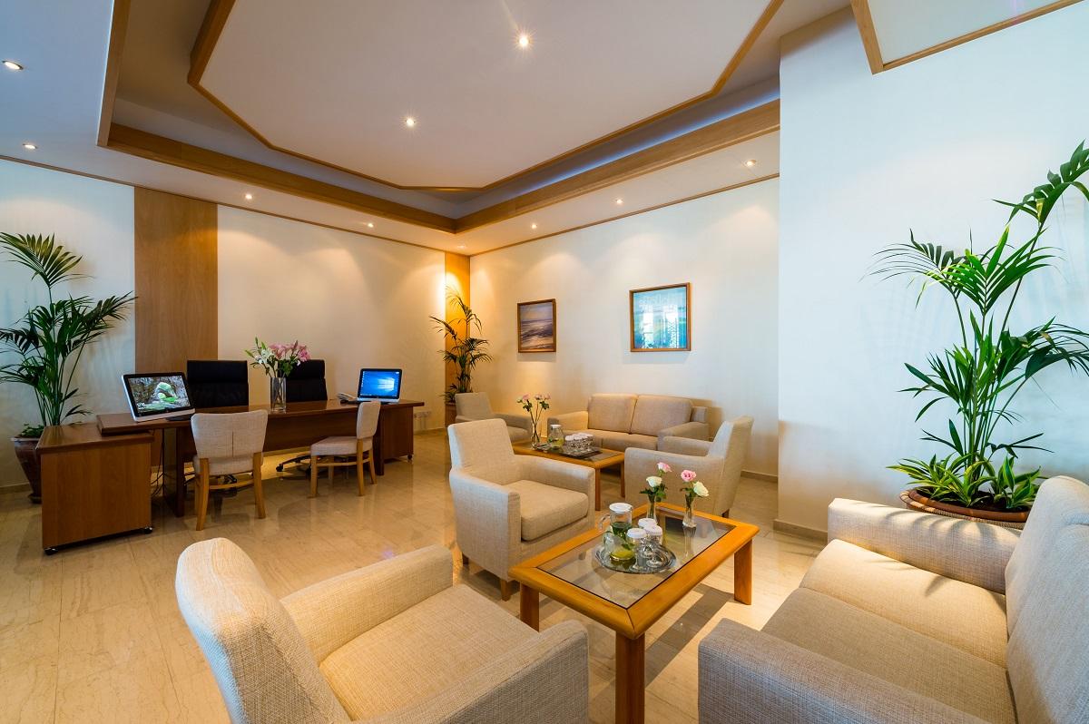 40 ATHENA ROYAL BEACH HOTEL VIP CHECK-IN LOUNGE